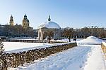 Deutschland, Bayern, Muenchen: Dianatempel im Hofgarten, dahinter die Theatinerkirche St. Kajetan | Germany, Bavaria, Munich: The Hofgarten (Court Garden) - pavilion for the goddess Diana and the Theatine Church of St. Cajetan