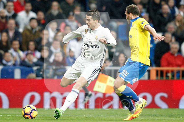 Real Madrid's Cristiano Ronaldo (l) and UD Las Palmas' Dani Castellano during La Liga match. March 1,2017. (ALTERPHOTOS/Acero)