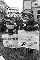 - demonstration of farmers at Chamber of Commerce of Vercelli against the doubling of Trino Vercellese nuclear power station (February 1985)....- manifestazione degli agricoltori alla Camera di Commercio di Vercelli contro il raddoppio della centrale nucleare di Trino Vercellese (febbraio 1985)