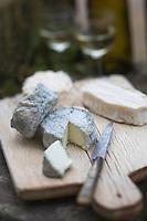 Europe/France/Centre/Indre-et-Loire/Env de Loches/Perrusson: Fromage brebis du Lochois de la Ferme: Exploitation Cornuet/Froidevaux // // France, Indre et Loire, near Loches: Perrusson : Cheese from sheep Lochois Farm: Operation Cornuet / Froidevaux