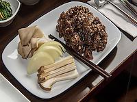 Bulgogi- am Tisch gegrilltes Rindfleisch, koeranisches Restaurant Han Mi, Rentzelstr. 36, Hamburg, Deutschland<br /> Bulgogi-barbecued beef, Korean  Restaurant Han Mi, Rentzelstr. 36, Hamburg, Germany