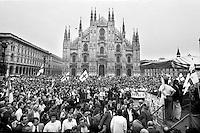 mani pulite 1992-1994, Milano 22 giugno 1992, manifestazione della lega nord, lega lombarda, a favore del pool di mani pulite