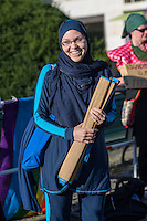 """Protest gegen das Burkini-Verbot in Frankreich.<br /> Muslimische und nicht-muslimische Frauen protestierten am Donnerstag den 25. August 2016 in Berlin mit einer """"Beach-Party gegen Rassismus"""" vor der Franzoesischen Botschaft gegen das Verbot der muslimischen Badebekleidung """"Burkini"""".<br /> In Frankreich war wenige Tage zuvor eine muslimische Frau am Strand von Polizeibeamten unter dem Applaus von umstehenden Badegaesten gezwungen worden ihre Strandbekleidung auszuziehen.<br /> Im Bild: Larissa aus aus Berlin hat sich fuer diesen Protest einen Original Burkini angezogen.<br /> 25.8.2016, Berlin<br /> Copyright: Christian-Ditsch.de<br /> [Inhaltsveraendernde Manipulation des Fotos nur nach ausdruecklicher Genehmigung des Fotografen. Vereinbarungen ueber Abtretung von Persoenlichkeitsrechten/Model Release der abgebildeten Person/Personen liegen nicht vor. NO MODEL RELEASE! Nur fuer Redaktionelle Zwecke. Don't publish without copyright Christian-Ditsch.de, Veroeffentlichung nur mit Fotografennennung, sowie gegen Honorar, MwSt. und Beleg. Konto: I N G - D i B a, IBAN DE58500105175400192269, BIC INGDDEFFXXX, Kontakt: post@christian-ditsch.de<br /> Bei der Bearbeitung der Dateiinformationen darf die Urheberkennzeichnung in den EXIF- und  IPTC-Daten nicht entfernt werden, diese sind in digitalen Medien nach §95c UrhG rechtlich geschuetzt. Der Urhebervermerk wird gemaess §13 UrhG verlangt.]"""