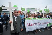"""Ca. 2.000 Menschen beteiligten sich am Samstag den 20. September 2014 in Berlin am sog. """"Marsch fuer das Leben"""" des konservativ-christlichen Bundesverband Lebensrecht e.V. Die Teilnehmer das Marsches waren zum Teil aus Holland, Gross Britannien, den USA und Polen angereist. Martin Lohmann, Vorsitzender des Vereins, begruesste unter den Anwesenden ausdruecklich die rechte AfD-Politikerin Beatrice von Storck.<br /> Der Marsch wurde lautstark von Frauenorganisationen und linken Gruppen begleitet. Mehrfach kam es zu kurzen Sitzblockaden, so dass die Marschroute geaendert werden musste. Die Polizei raeumte die Sitzblockaden mit Schlaegen, Tritten und eigens fuer diesen Zweck erprobten Schmerzgriffen.<br /> Vorne links im Bild: Martin Lohmann, Vorsitzender Bundesverband Lebensrecht e.V. <br /> 20.9.2014, Berlin<br /> Copyright: Christian-Ditsch.de<br /> [Inhaltsveraendernde Manipulation des Fotos nur nach ausdruecklicher Genehmigung des Fotografen. Vereinbarungen ueber Abtretung von Persoenlichkeitsrechten/Model Release der abgebildeten Person/Personen liegen nicht vor. NO MODEL RELEASE! Don't publish without copyright Christian-Ditsch.de, Veroeffentlichung nur mit Fotografennennung, sowie gegen Honorar, MwSt. und Beleg. Konto: I N G - D i B a, IBAN DE58500105175400192269, BIC INGDDEFFXXX, Kontakt: post@christian-ditsch.de<br /> Urhebervermerk wird gemaess Paragraph 13 UHG verlangt.]"""