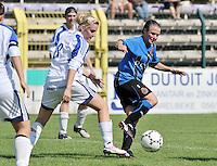 VV Rassing Harelbeke - Dames Club Brugge : duel tussen Davina Callens (links) en Christine Saelens (rechts).foto VDB / BART VANDENBROUCKE