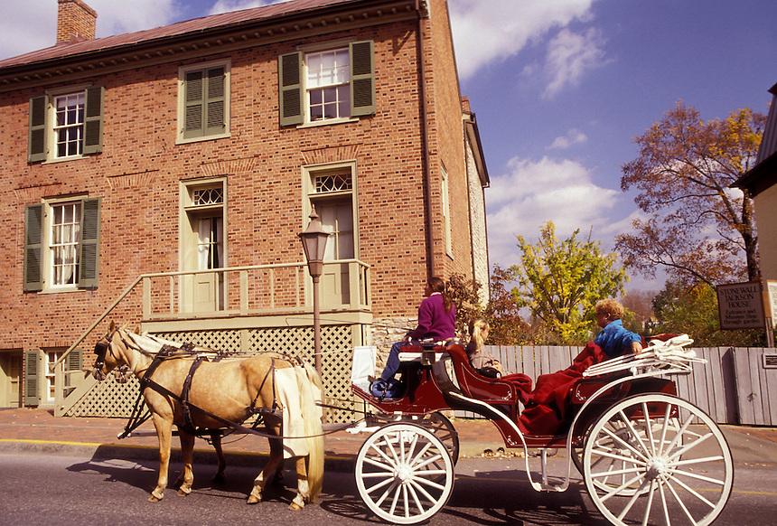 AJ3134, horse-drawn carriage, Virginia, Lexington, A Carriage ride takes tourists through Historical Lexington in the state of Virginia.
