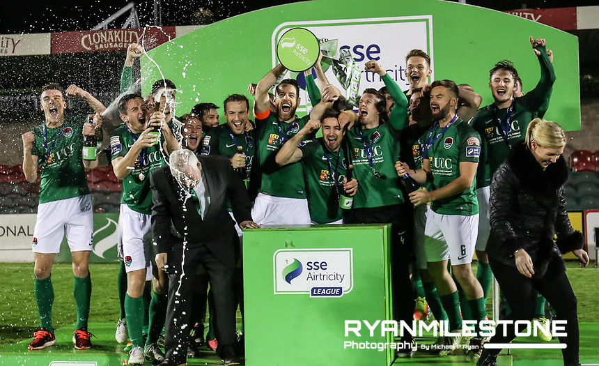 2017 SSE Airtricity League Premier Division,<br /> Cork City vs Bray Wanderers,<br /> Friday 27th October 2017,<br /> Turners Cross, Cork.<br /> Alan Bennett lift the league trophy.<br /> Photo By: Michael P Ryan