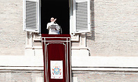 Papa Francesco benedice i fedeli in piazza San Piatro dalla finestra del suo studio durante l'Angelus domenicale, Citta' del Vaticano, 3 dicembre, 2017.<br /> Pope Francis blesses faithful during the Sunday Angelus noon prayer from the window of his studio overlooking St. Peter's Square, at the Vatican, on December 3, 2017.<br /> UPDATE IMAGES PRESS/IsabellaBonotto<br /> <br /> STRICTLY ONLY FOR EDITORIAL USE