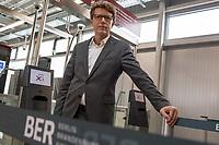 Der Vorsitzende der Geschaeftsführung der Flughafen Berlin Brandenburg GmbH, Prof. Dr.-Ing. Engelbert Luetke Daldrup (im Bild vor der geschlossenen automatisierten Passkontrolle mit automatischer Gesichtserkennung) stellte am Dienstag den 5. November 2019 der Presse das wiedereroeffnete Terminal 3a an Flughafen Berlin-Schoenefeld vor.<br /> 5.11.2019, Berlin<br /> Copyright: Christian-Ditsch.de<br /> [Inhaltsveraendernde Manipulation des Fotos nur nach ausdruecklicher Genehmigung des Fotografen. Vereinbarungen ueber Abtretung von Persoenlichkeitsrechten/Model Release der abgebildeten Person/Personen liegen nicht vor. NO MODEL RELEASE! Nur fuer Redaktionelle Zwecke. Don't publish without copyright Christian-Ditsch.de, Veroeffentlichung nur mit Fotografennennung, sowie gegen Honorar, MwSt. und Beleg. Konto: I N G - D i B a, IBAN DE58500105175400192269, BIC INGDDEFFXXX, Kontakt: post@christian-ditsch.de<br /> Bei der Bearbeitung der Dateiinformationen darf die Urheberkennzeichnung in den EXIF- und  IPTC-Daten nicht entfernt werden, diese sind in digitalen Medien nach §95c UrhG rechtlich geschuetzt. Der Urhebervermerk wird gemaess §13 UrhG verlangt.]