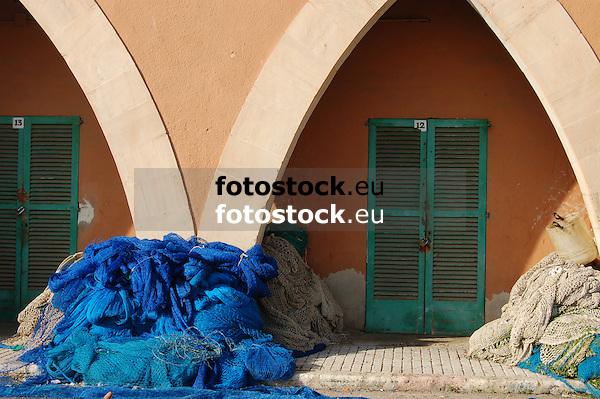 fishing nets drying in the sun at the fishing port<br /> <br /> redes des pesca secan en el sol en el puerto pesquero<br /> <br /> Fischernetze trocknen in der Sonne im Fischereihafen<br /> <br /> 3008 x 2000 px<br /> 150 dpi: 50,94 x 33,87 cm<br /> 300 dpi: 25,47 x 16,93 cm