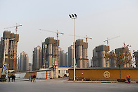 CHINA Province Shaanxi city Xian, construction site of satellite city / CHINA Provinz Shaanxi Stadt Xian, Neubau von Wohnvierteln am Stadtrand