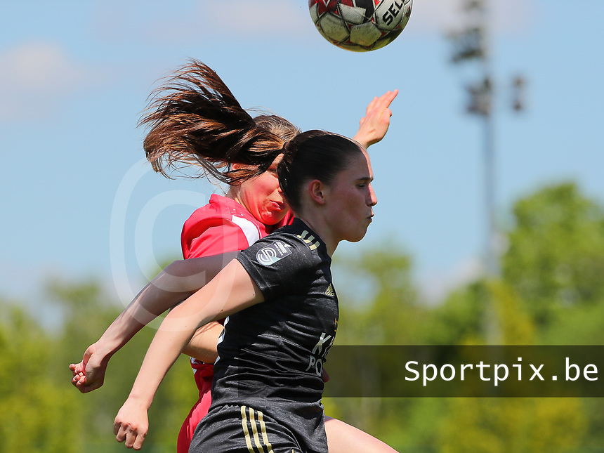 Aster Janssens (5) of Standard  and Marie Detruyer (17) of OHL battle for the high ball during a female soccer game between Standard Femina de Liege and Oud Heverlee Leuven on the 10th and last matchday in play off 1 of the 2020 - 2021 season of Belgian Scooore Womens Super League , saturday 29 th of May 2021  in Angleur , Belgium . PHOTO SPORTPIX.BE | SPP | SEVIL OKTEM