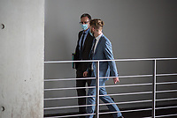 """107. Sitzung des """"1. Untersuchungsausschuss"""" der 19. Legislaturperiode des Deutschen Bundestag am Donnerstag den 5. November 2020 zur Aufklaerung des Terroranschlag durch den islamistischen Terroristen Anis Amri auf den Weihnachtsmarkt am Berliner Breitscheidplatz im Dezember 2016.<br /> Als Zeugen waren unter anderem der Praesident des Bundeskriminalamtes, Holger Muench, der Praesident des Bundesnachrichtendienstes Dr. Bruno Kahl, ein nichtoeffentlicher Zeuge des Bundesamt fuer Verfassungsschutz und der Rechtsextremist und Pegida-Gruender Lutz Bachmann geladen.<br /> Im Bild: Holger Muench (li.) auf dem Weg zur Vernehmung.<br /> 5.11.2020, Berlin<br /> Copyright: Christian-Ditsch.de"""
