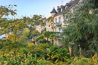 France, Correze, Dordogne valley, Argentat, luxuriant gardens along  Dordogne river // France, Corrèze (19), vallée de la Dordogne, Argentat, jardins luxuriants le long de la Dordogne
