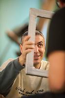 a Torino, il  Circus Ability è una scuola di circo speciale, per persone speciali, con differenti abilità. La dis-abilità per il circo è veramente una diversa abilità. I laboratori di circo comprendono la giocoleria, l'acrobatica, l'equilibrismo, l'acrobatica aerea, la clowneria e l'arte di strada. Alla base la spinta aggregativa e socializzante di tutte queste attività. Paolo  si accinge da utilizzare una cornice per i giochi di circo.