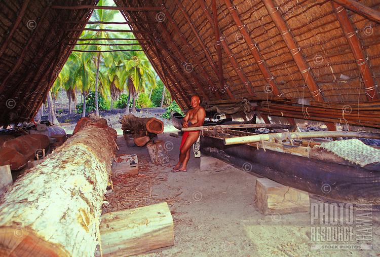 Tava, the canoe carver at Puu Honua Honaunau, City of refuge, South Kona, Big Island