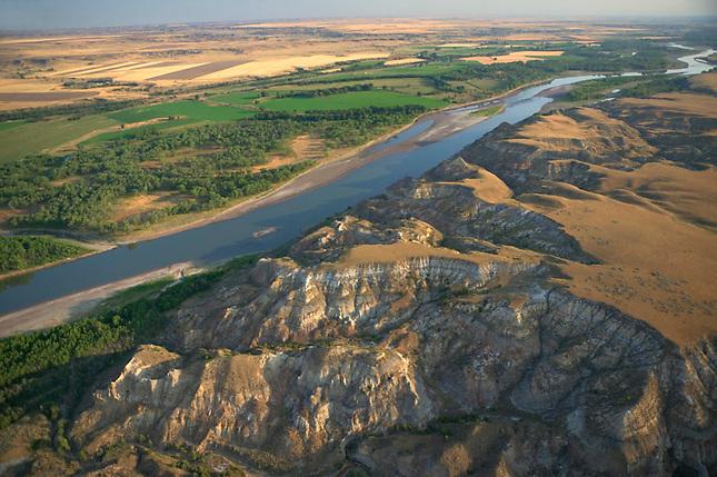 Yellowstone River irrigation converts badlands to farmland