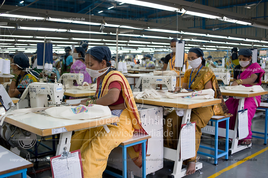 INDIA Miraj , factory Esteam produce fair trade cotton bags for discounter  / INDIEN Miraj , Textilfabrik Esteam fertigt  fairtrade Baumwolltaschen fuer discounter