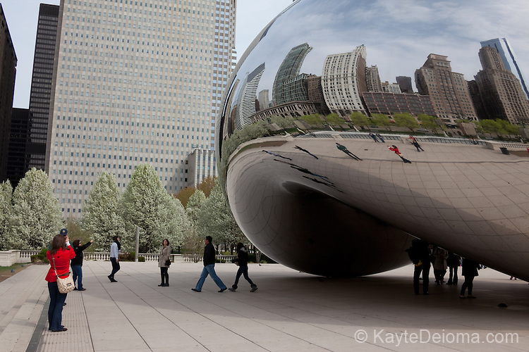 """""""Cloud Gate,"""" also known as """"The Bean"""" by artist  Anish Kapoor at Millennium Park, Chicago, IL, USA"""