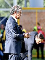 BOGOTA - COLOMBIA -05 -11-2016: Arturo Boyaca, tecnico de La Equidad, durante partido entre La Equidad y Atletico Bucaramanga, por la fecha 19 de la Liga Aguila II-2016, jugado en el estadio Metropolitano de Techo de la ciudad de Bogota. / Arturo Boyaca, coach of La Equidad, during a match La Equidad and Atletico Bucaramanga, for the  date 19 of the Liga Aguila II-2016 at the Metropolitano de Techo Stadium in Bogota city, Photo: VizzorImage  / Luis Ramirez / Staff.