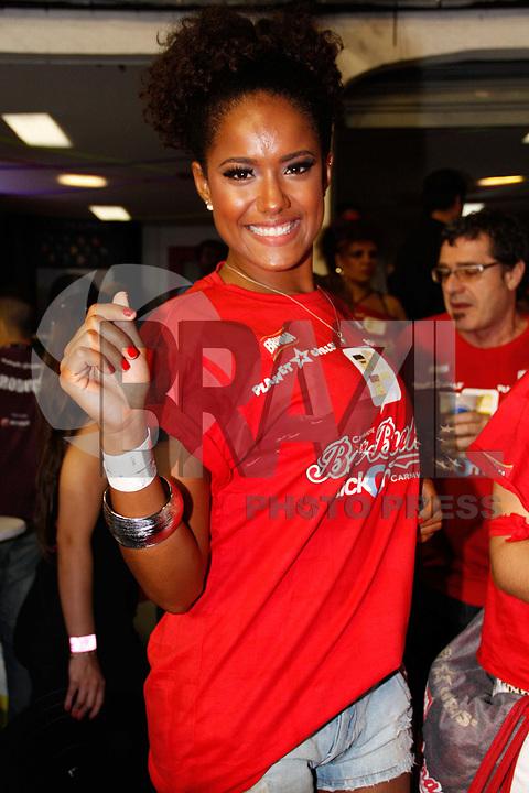 SÃO PAULO, SP, 04 MARÇO DE 2011 - CARNAVAL 2011 / CAMAROTE BRAHMA - A atriz Nanda Lisboa é vista no camarote Brahma onde acompanhara os desfiles das escolas de samba do Grupo Especial de São Paulo, na noite desta sexta-feira (4), no Sambódromo do Anhembi, na região norte da capital paulista. (FOTO: AMAURI NEHN / NEWS FREE).