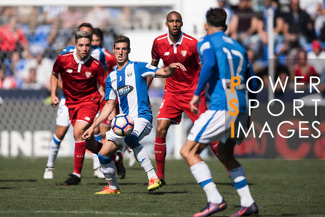 Ruben Perez of Deportivo Leganes in action during their La Liga match between Deportivo Leganes and Sevilla FC at the Butarque Municipal Stadium on 15 October 2016 in Madrid, Spain. Photo by Diego Gonzalez Souto / Power Sport Images