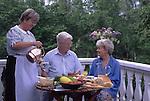 SWE, Schweden, Darlana, Seniorenpaar beim Fruehstueck, Regionstypisches Fruehstueck (Bed and Breakfast) nach einer Uebernachtung in einem der zahlreichen Landhaeuser in der Provinz Darlana.<br /> [Fuer die Nutzung gelten die jeweils gueltigen Allgemeinen Liefer-und Geschaeftsbedingungen. Nutzung nur gegen Verwendungsmeldung und Nachweis. Download der AGB unter http://www.image-box.com oder werden auf Anfrage zugesendet. Freigabe ist vorher erforderlich. Jede Nutzung des Fotos ist honorarpflichtig gemaess derzeit gueltiger MFM Liste - Kontakt, Uwe Schmid-Fotografie, Duisburg, Tel. (+49).2065.677997, fotofinder@image-box.com, www.image-box.com]