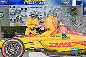 Ryan Hunter-Reay, Andretti Autosport Honda celebrates the win in victory lane