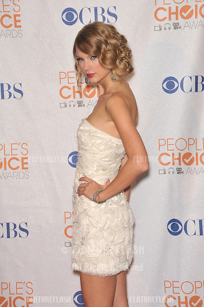 Taylor Swift at the 2010 People's Choice Awards at the Nokia Theatre L.A. Live in Los Angeles..January 6, 2010  Los Angeles, CA.Picture: Paul Smith / Featureflash