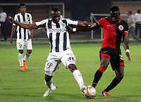 CUCUTA -COLOMBIA, 21-11-2015: Oscar A. Caicedo (Der.) jugador del Cucuta Deportivo disputa el balón con Miller S. Mosquera (Izq.) jugador de Atlético Nacional durante partido por la fecha 20 de la Liga Aguila II 2015 disputado en el estadio General Santander de la ciudad de Cúcuta./ Oscar A. Caicedo (L) player of Cucuta Deportivo fights for the ball with Miller S. Mosquera (R) player of Atletico Nacional during match for the date 20 of the Aguila League II 2015 played at General Santander stadium in Cucuta city. Photo: VizzorImage / Manuel Hernandez /