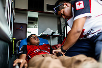 """Sin menos de edad es revisado por paramédicos de la cruz roja a bordo de una ambulancia que entro a los patios de la estación de tren para atender a los migrantes.<br /> Caravana del Migrante conformada por un contingente de 600 personas su mayoría de origen centroamericano, que arribo a Hermosillo a bordo del tren conocido como """"La Bestia"""", provienen de la frontera Sur del País y con rumbo a la ciudad de Mexicali donde continuaran el viaje hasta Tijuana.<br /> La caravana tiene como objetivo solicitar <br /> asilo a Estados Unidos y algunos integrantes piensan solicitar una visa humanitaria en Mexico para laborar en los campos de Sonora y Baja California.<br /> (Photo: AP/Luis Gutierrez)"""