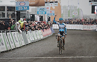 19 yr old Laura Verdonshot (BEL/Marlux-Napoleon Games) finishes just behind serial champion Sanne Cant at the 2017 Belgian National CX Championships. A much deserved applaus comes her way as she crosses the finish line.