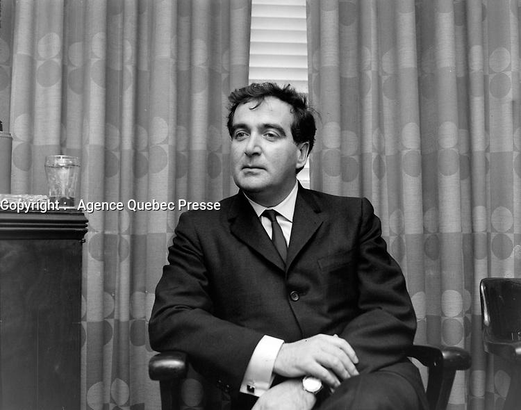 Le dramaturge et scénariste québécois, Marcel Dubé<br /> Date : 12 mai 1967<br /> <br /> Photographe : Photo Moderne