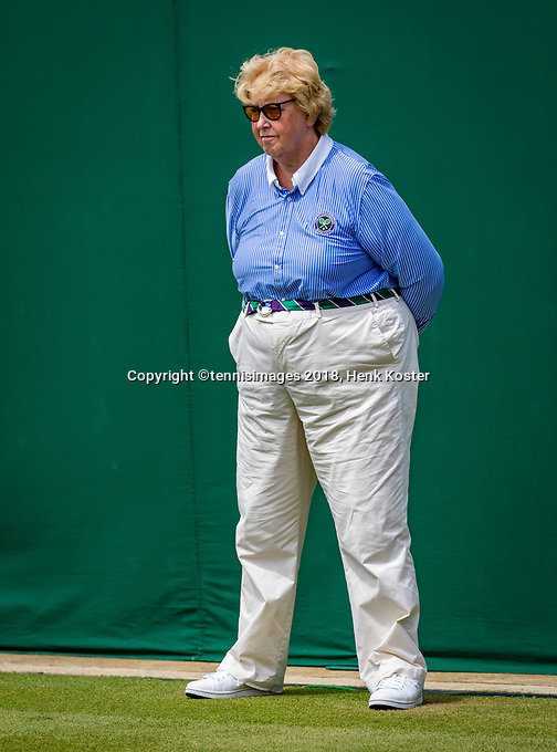 London, England, 5 th. July, 2018, Tennis,  Wimbledon, Lineswoman<br /> Photo: Henk Koster/tennisimages.com