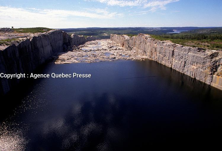 July 1989 File Photo - James Bay Quebec, CANADA - LG-2 (now Robert-Bourassa) spillway