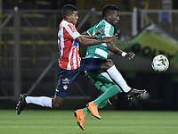 BOGOTÁ - COLOMBIA, 18-11-2018: Hansel Zapata (Der.) de Equidad disputa el balón con Gabriel Fuentes (Izq.) del Junior durante el encuentro entre La Equidad y Atlético Junior por los cuartos de final, vuelta, de la Liga Águila II 2018 jugado en el estadio Metropolitano de Techo de la ciudad de Bogotá. / Hansel Zapata (R) of Equidad struggles for the ball with Gabriel Fuentes (L) of Junior during a Quarter Final second leg match between La Equidad and Atletico Junior as a part of Aguila League II 2018 played at the Metropolitano de Techo Stadium in Bogota city. Photo: VizzorImage/ Gabriel Aponte / Staff