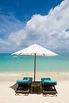 MUS, Mauritius, Grand Baie: Royal Palm Hotel - Strand, Sonnenschirm; zwei Strandliegen | MUS, Mauritius, Grand Baie: Royal Palm Hotel - beach, parasol, two deck chairs