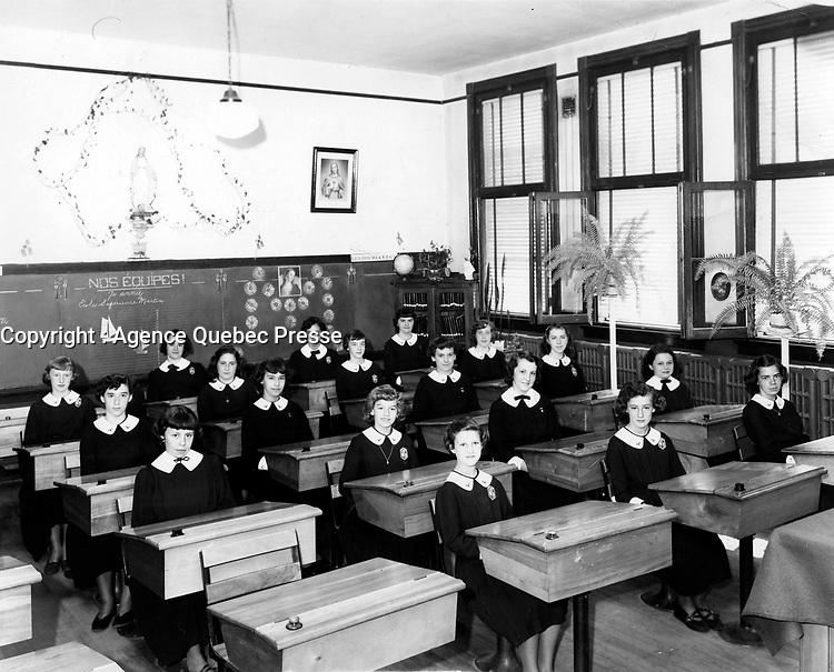 Education donnee par des religieux,<br /> vers 1958, au Quebec<br /> <br /> <br /> <br /> PHOTO  : Agence Quebec Presse