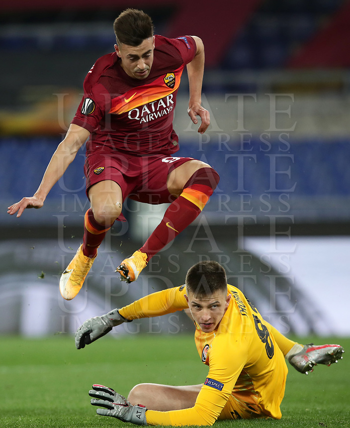 Football Soccer: Europa League -Round of 16 1nd leg AS Roma vs FC Shakhtar Donetsk, Olympic Stadium. Rome, Italy, March 11, 2021.<br /> Roma's Stephan El Shaarawy (Top) jumps after scoring while Shakhtar Donetsk's goalkeeper Anatolij Trubin  (bottom) looks the ball entering in the nest during the Europa League football soccer match between Roma and  Shakhtar Donetsk at Olympic Stadium in Rome, on March 11, 2021.<br /> UPDATE IMAGES PRESS/Isabella Bonotto