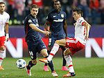 Atletico de Madrid's Gabi Fernandez (l) and SL Benfica's Nicolas Gaitan during Champions League 2015/2016 match. September 30,2015. (ALTERPHOTOS/Acero)