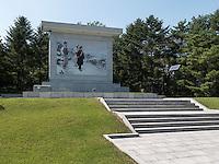 Wandbild Kim Il Sung mit Eltern in Mangyongdae, Nordkorea, Asien<br /> Mural Kim il Sung with parents in Mangyongdae, North Korea, Asia