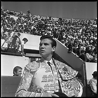 11 Mai 1969. Vue de l'entrée du torero Teruel dans les arènes de Toulouse.