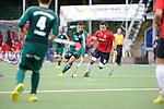 MANNHEIM, DEUTSCHLAND, OKTOBER 20: Sonntagsspiel am 7. Spielwochenende in der Feldhockey 1. Bundesliga der Herren in der Saison 2013/2014. Begegnung zwischen dem Mannheimer HC (rot) und Uhlenhorst Mühlheim (grün) am 20. Oktober, 2013 in Mannheim, Deutschland. Endstand 4-1 (1:1). (Photo by Dirk Markgraf/www.265-images.com)<br /> *** Local caption *** #10 Patrick Hablawetz vom Mannheimer HC, #33 Timur Oruz vom HTC Uhlenhorst Mühlheim