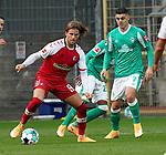 17.10.2020, Schwarzwald Stadion, Freiburg, GER, 1.FBL, RB Leibzig vs SV Werder Bremen<br /><br />im Bild / picture shows<br />Davie Selke (Bremen), Milot Rashica (Bremen)<br /><br />Foto © nordphoto / Bratic<br /><br />DFL REGULATIONS PROHIBIT ANY USE OF PHOTOGRAPHS AS IMAGE SEQUENCES AND/OR QUASI-VIDEO.
