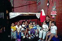 Creche improvisada na Favela de Heliópolis, São Paulo. 1993. Foto de Juca Martins.