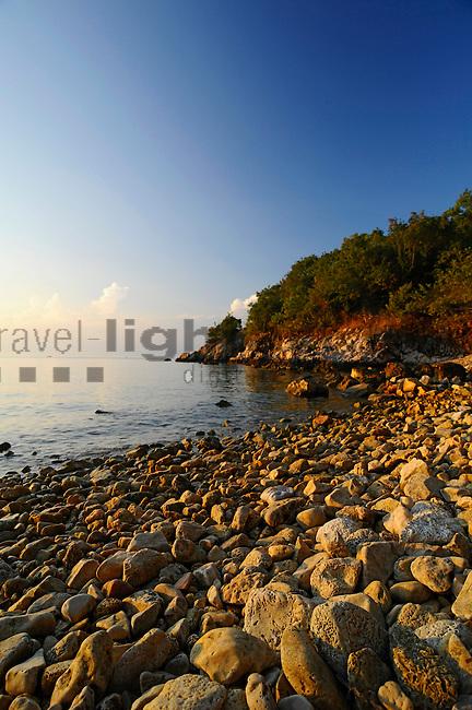 Kieselstrand; Stony beach near Glavotok, Krk Island, Dalmatia, Croatia. Insel Krk, Dalmatien, Kroatien. Krk is a Croatian island in the northern Adriatic Sea, located near Rijeka in the Bay of Kvarner and part of the Primorje-Gorski Kotar county. Krk ist mit 405,22 qkm nach Cres die zweitgroesste Insel in der Adria. Sie gehoert zu Kroatien und liegt in der Kvarner-Bucht suedoestlich von Rijeka.