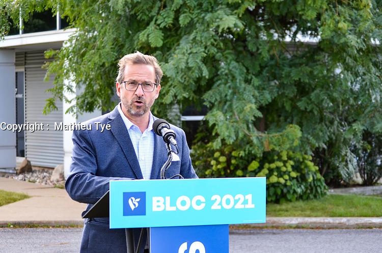 le chef du Bloc Québécois, Yves-François Blanchet fait une conférence de presse afin de dévoiler la plateforme électorale dans sa circonscription (Beloeil-Chambly). le 10 septembre 2021.<br /> <br /> Il a répondu également aux questions des journalistes locaux et par la suite aux questions des journalistes nationaux.<br /> <br /> Photo :  Agence Quebec Presse - Mathieu Tye
