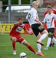 KFC Izegem : Olivier Verstraete (r) met het hakje tegenover Kortrijk speler Lukas Van Eenoo (links) <br /> foto VDB / BART VANDENBROUCKE