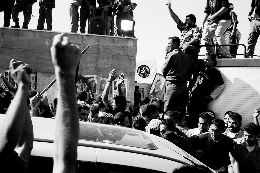 Crowd demanding access to the inner courtyard of the Muqata presidential compound the day of Yasser Arafat's funeral.