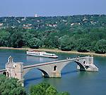 France, Provence, Avignon: Pont St-Benezet at river Rhône | Frankreich, Provence, Avignon: Pont St-Benezet ueber die Rhône